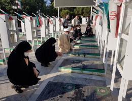 غبار روبی مزار شهدای آستان مقدس امامزاده سید حمزه (ع) کاشمر در هفته ملی مهارت