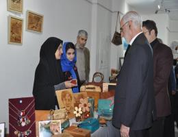 بازدید فرماندار مشهد از غرفه مرکز آموزش فنی و حرفه ای خواهران مشهد در نمایشگاه بانوان و دختران توانمند و کارآفرین