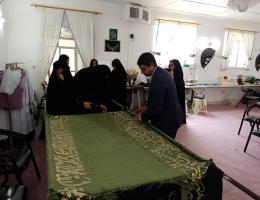 رونمایی از پرده دوخته شده آستان مقدس امامزاده سید مرتضی (ع) کاشمر توسط یکی از آموزشگاه های آزاد شهرستان