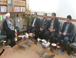 همزمان با هفته وحدت ریاست و جمعی از کارکنان مرکز آموزش فنی شهید عباسیان تایباد با امام جمعه این شهردیدار کردند.