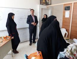 حضور ریاست محترم مرکز شماره 22 بجستان در محل کارگاه های آموزشی فعال واحد خواهران و تقدیر از کار آموزان دختر به مناسبت هفته کرامت و روز دختر
